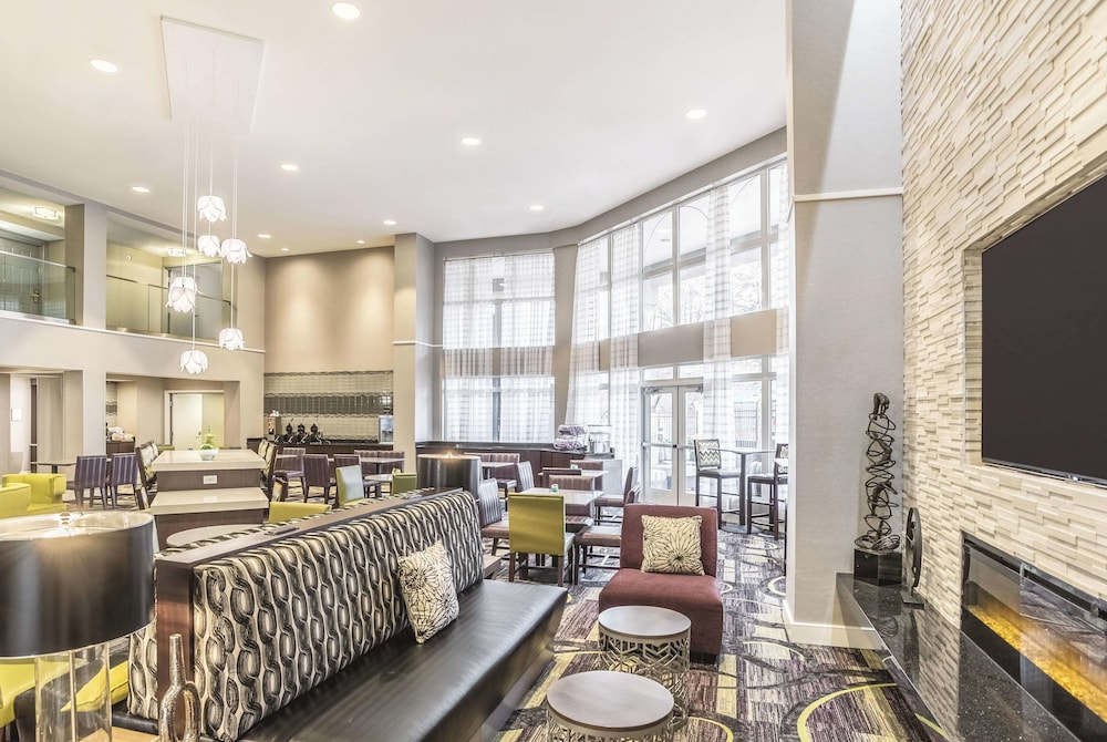 Lobby, La Quinta Inn & Suites by Wyndham Flagstaff