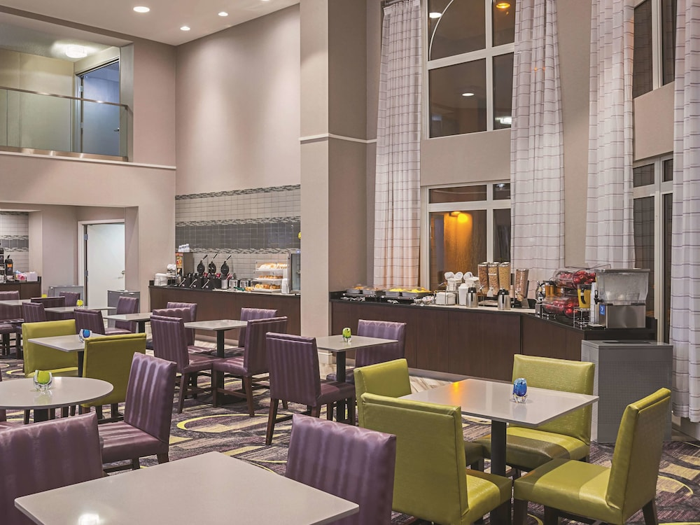 Breakfast Area, La Quinta Inn & Suites by Wyndham Flagstaff
