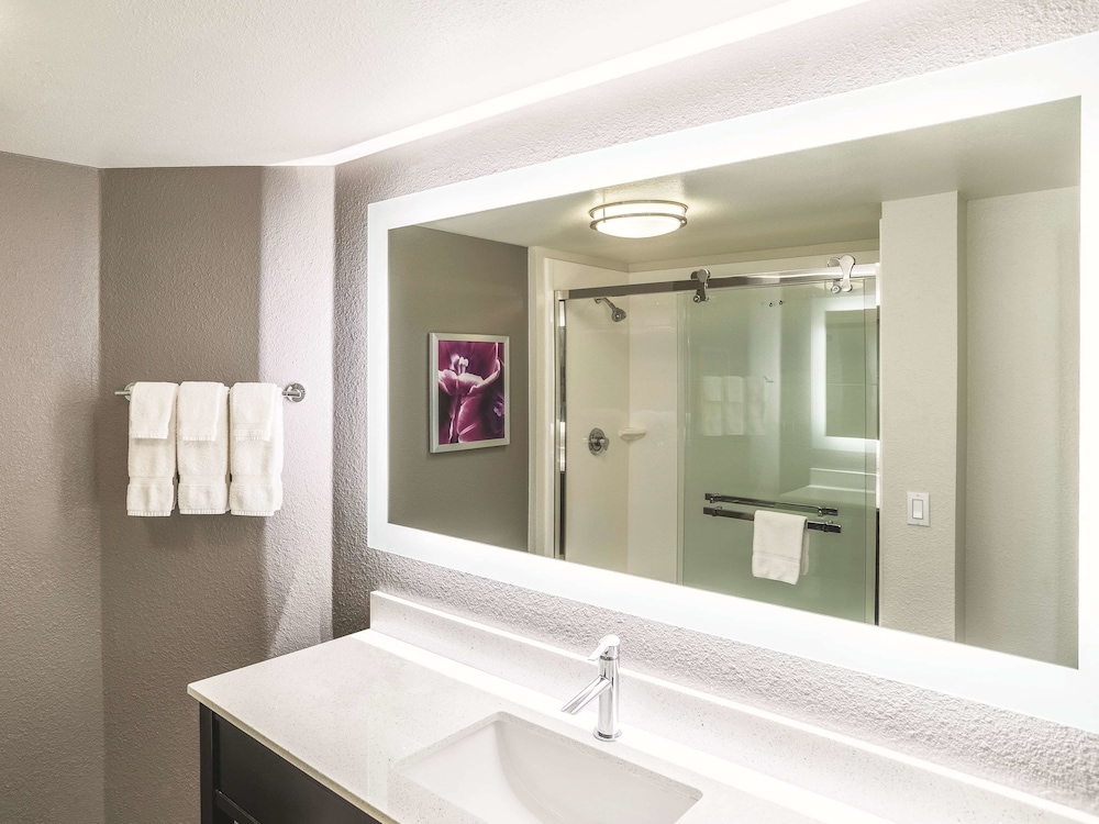 Bathroom, La Quinta Inn & Suites by Wyndham Flagstaff
