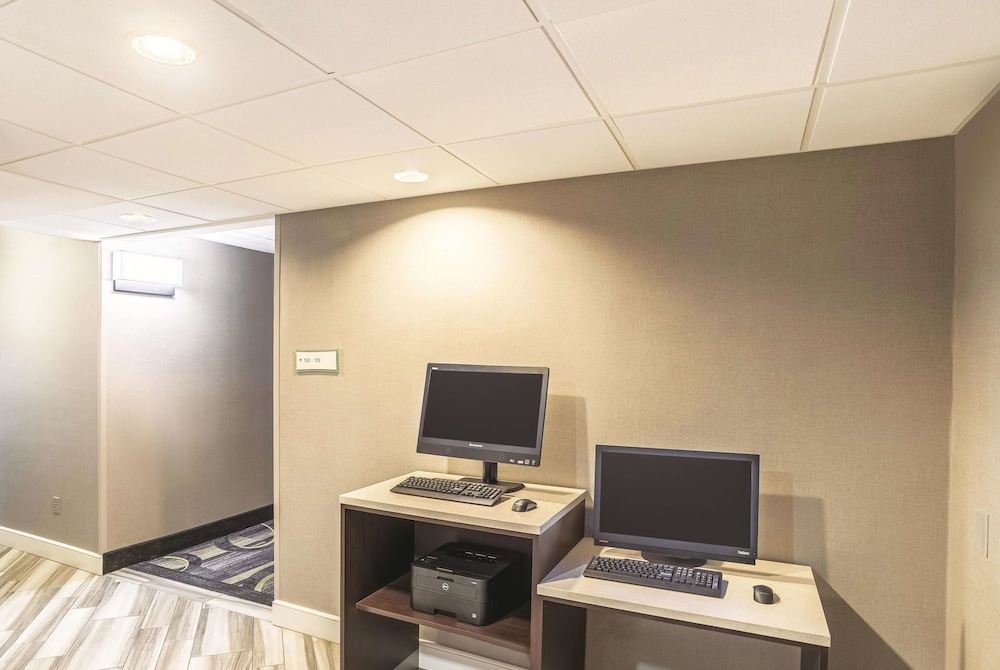 Business Center, La Quinta Inn & Suites by Wyndham Flagstaff