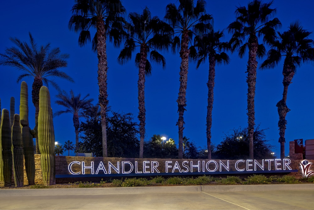 Shopping mall, Hyatt Place Phoenix/Chandler-Fashion Center