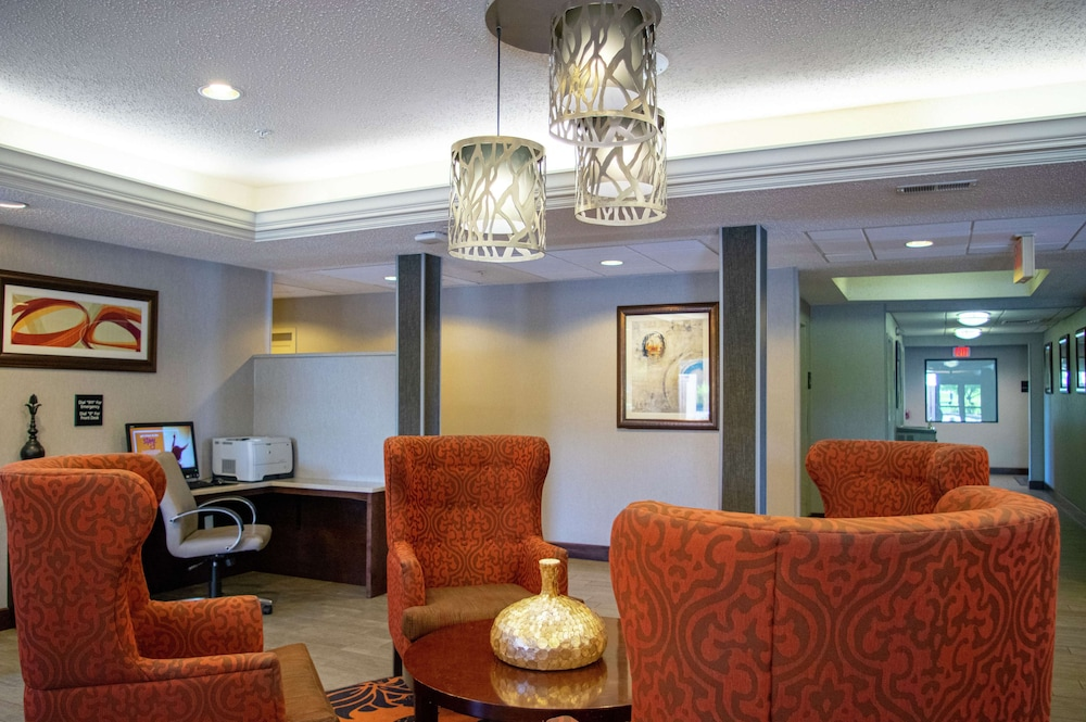 Lobby, Hampton Inn St. Louis/Chesterfield
