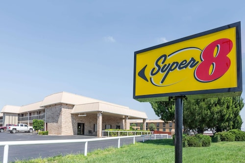 Super 8 by Wyndham Clovis