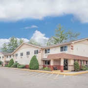 Super 8 by Wyndham Queensbury Glens Falls