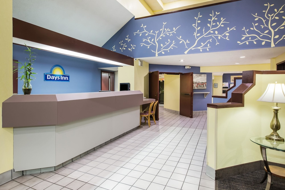 Lobby, Days Inn by Wyndham Blue Springs