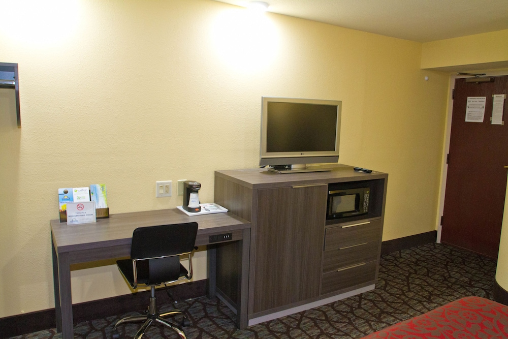 Room, Days Inn by Wyndham Blue Springs