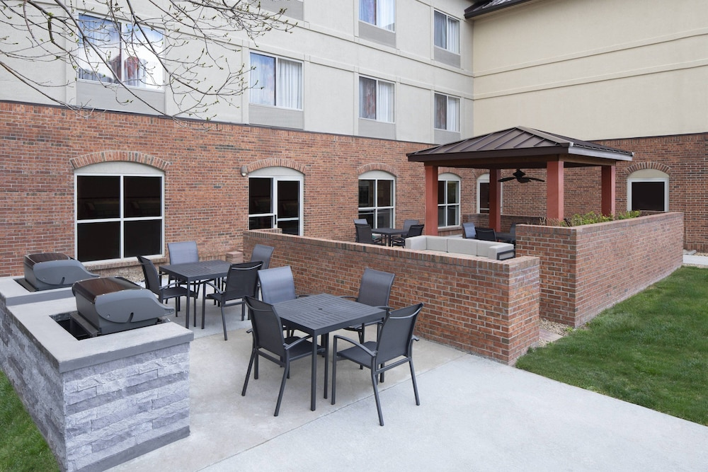 BBQ/Picnic Area, Fairfield Inn and Suites by Marriott Denver Airport