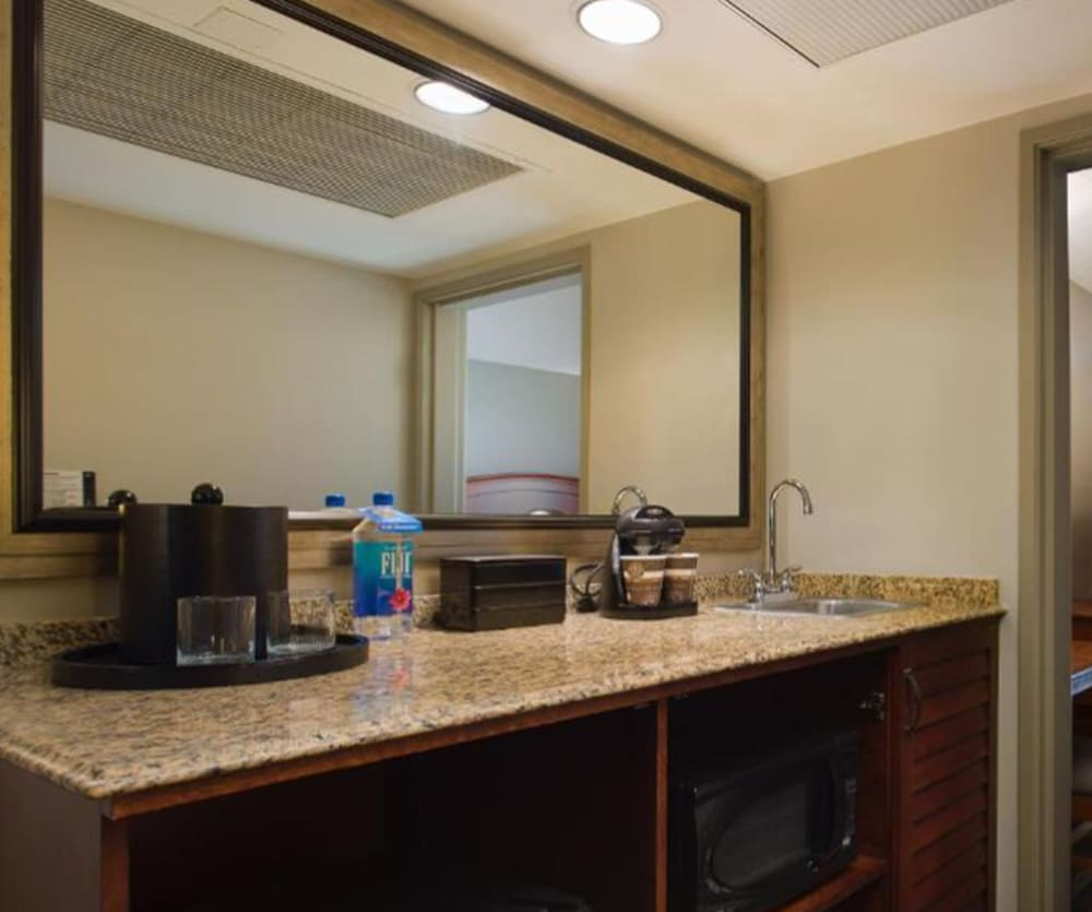Private Kitchenette, Embassy Suites by Hilton San Francisco Airport Waterfront