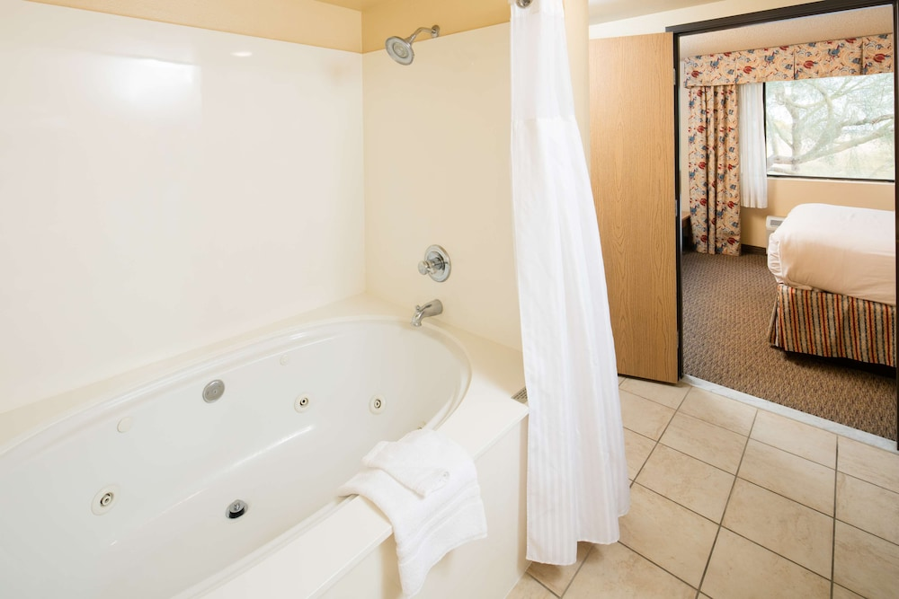 Jetted Tub, Red Lion Inn & Suites Goodyear Phoenix