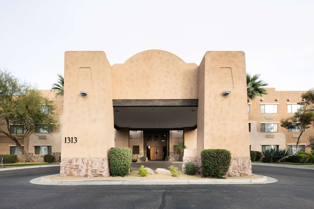 Property Entrance, Red Lion Inn & Suites Goodyear Phoenix