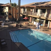 Studio City Court Yard Hotel
