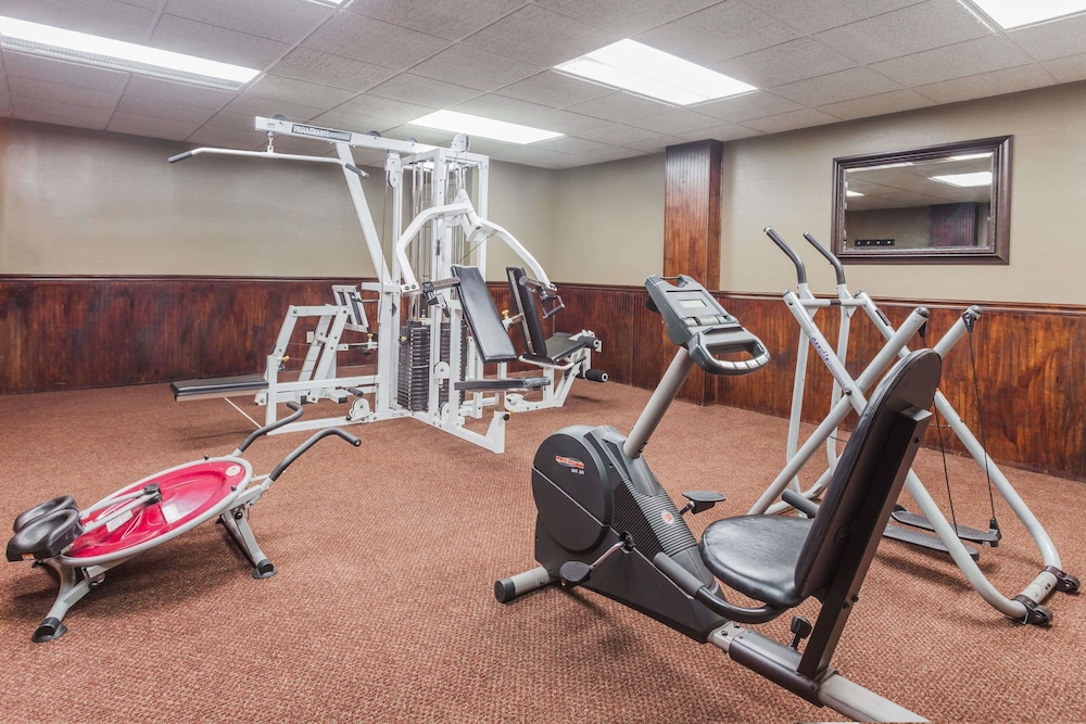 Fitness Facility, Days Inn & Suites by Wyndham Lexington