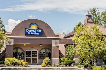 Days Inn & Suites by Wyndham Lexington