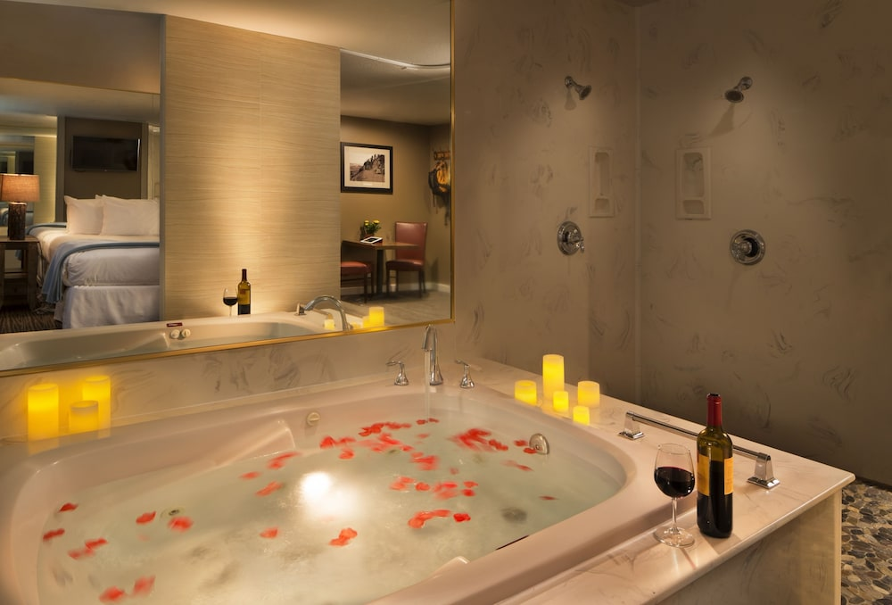 Jetted Tub, POSTMARC Hotel and Spa Suites