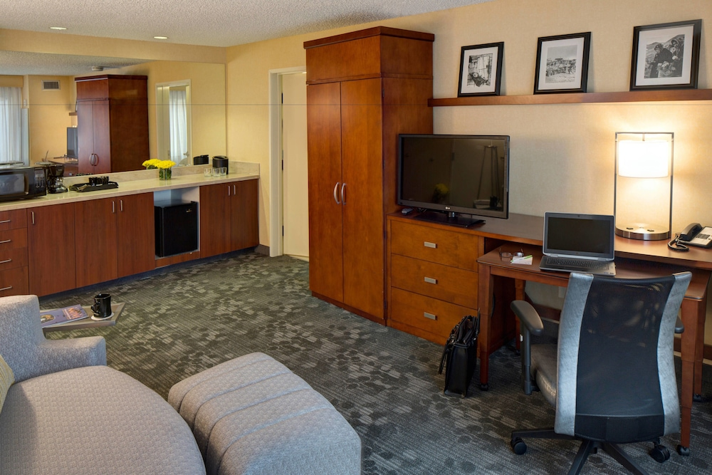 Room, Courtyard by Marriott Anchorage Airport
