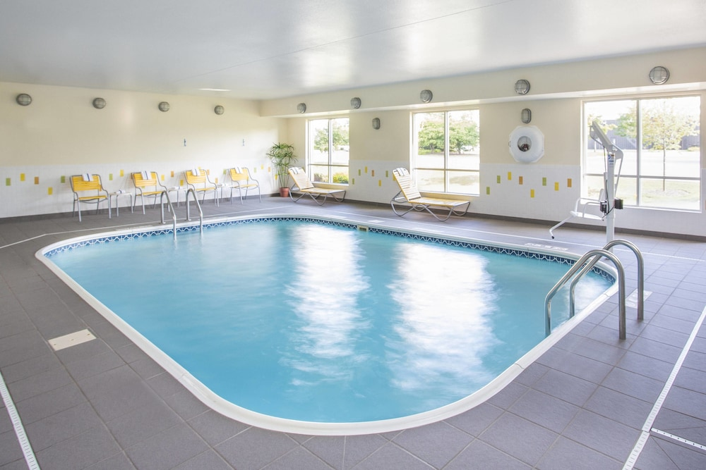 Pool, Fairfield Inn & Suites Chicago Tinley Park