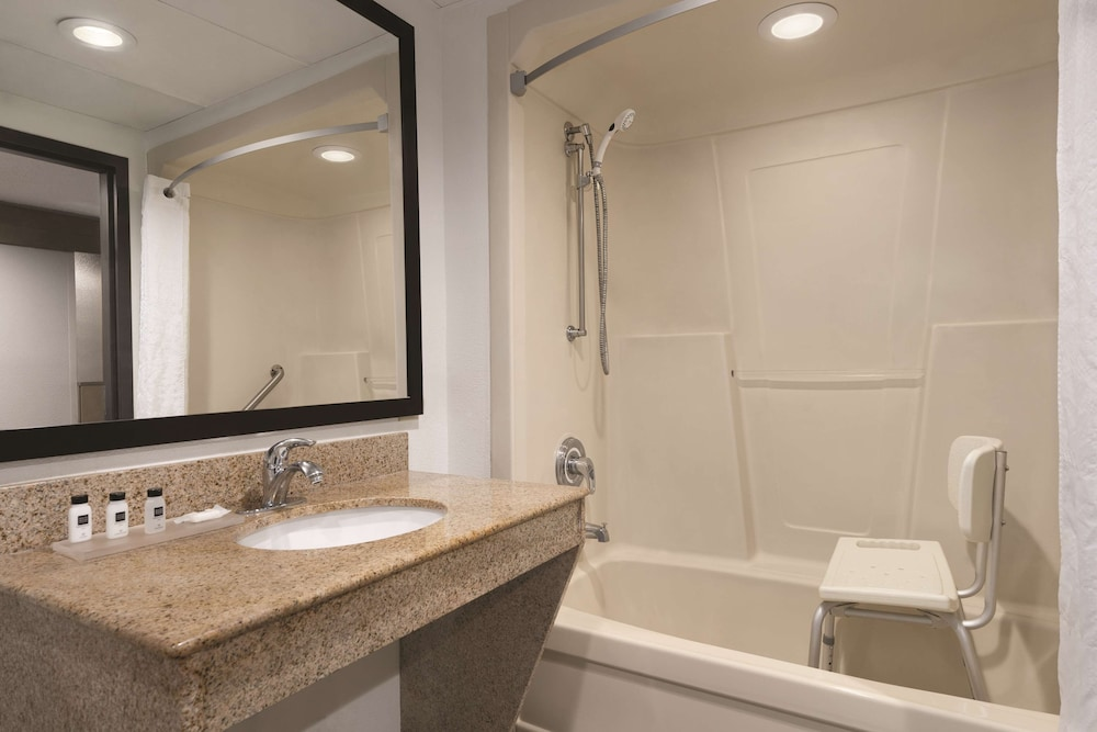Bathroom, Country Inn & Suites by Radisson, Florence, SC