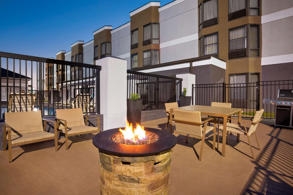 Terrace/Patio, Country Inn & Suites by Radisson, Florence, SC