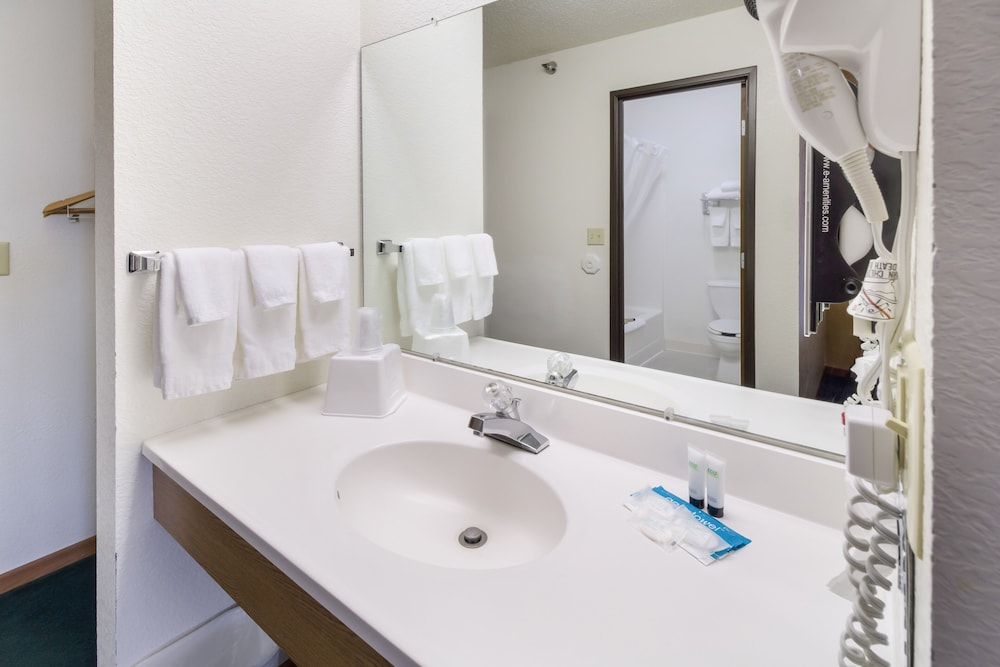 Bathroom, Alliance Hotel And Suites