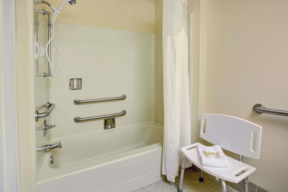 Bathroom, Days Inn & Suites by Wyndham Hickory