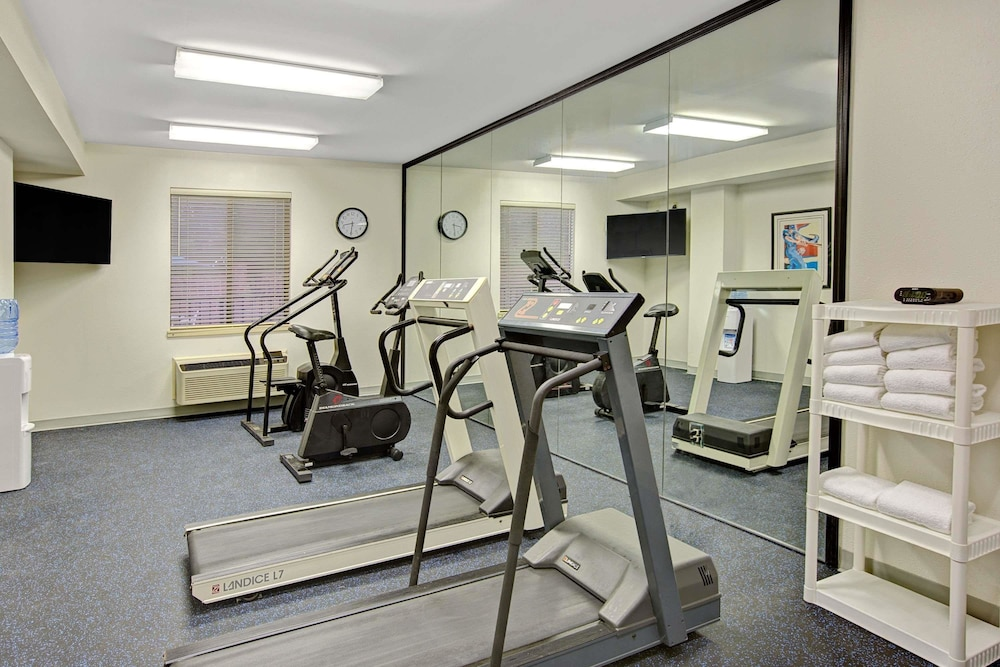 Fitness Facility, Days Inn & Suites by Wyndham Hickory