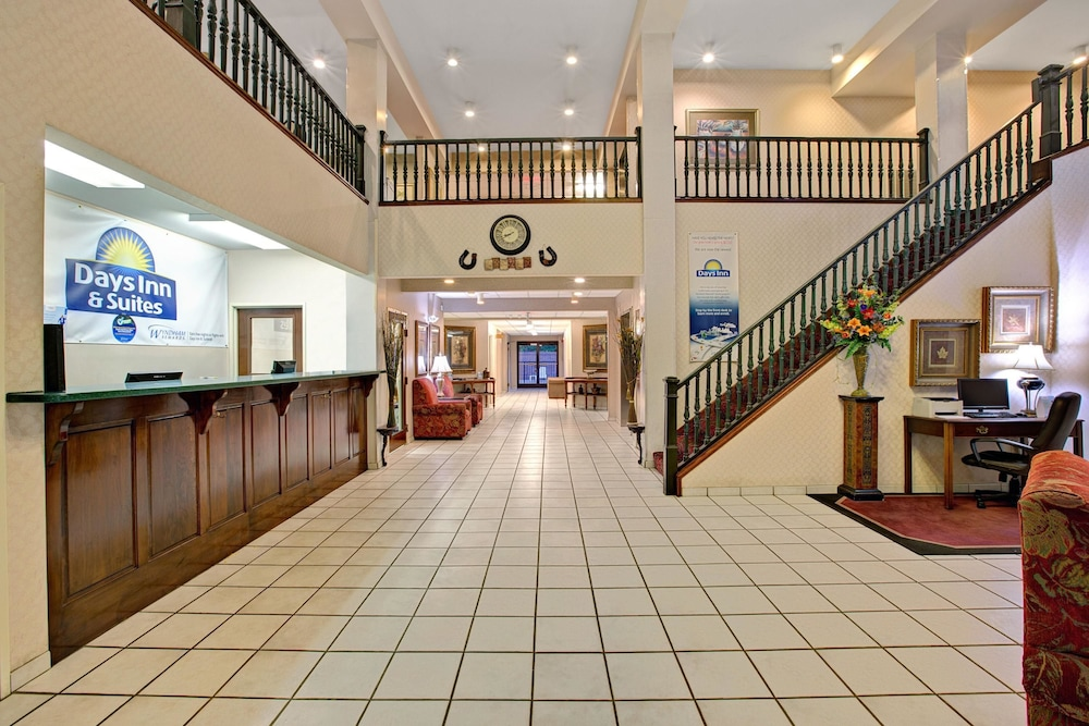 Lobby, Days Inn & Suites by Wyndham Hickory