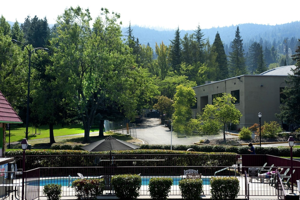View from Property, Flagship Inn of Ashland