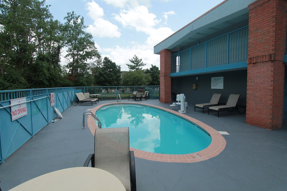 Outdoor Pool, Baymont by Wyndham Franklin/Cool Springs