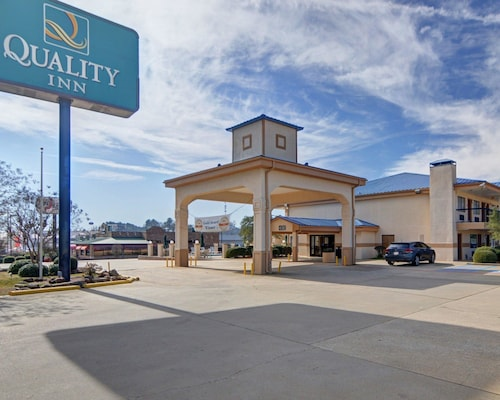 Check Expedia for Availability of Quality Inn Marshall