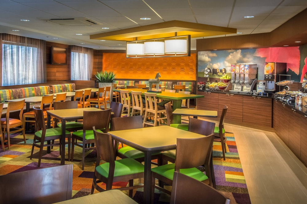 Restaurant, Fairfield Inn & Suites by Marriott at Dulles Airport