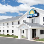 Days Inn by Wyndham Neenah