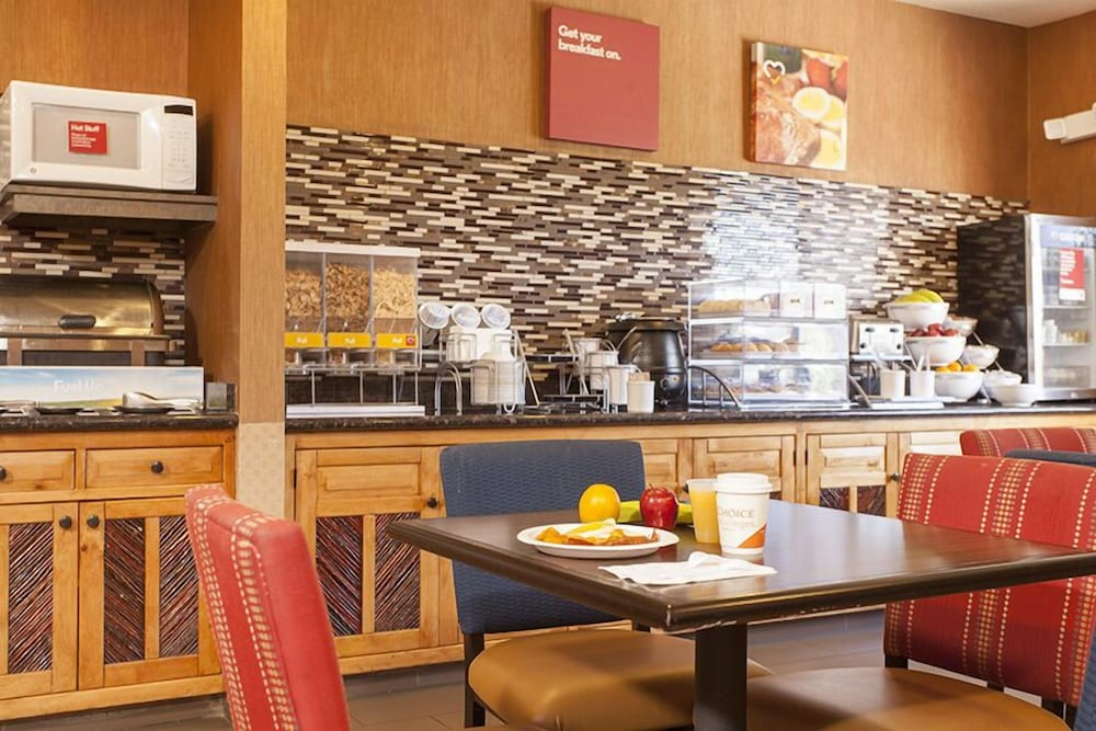 Breakfast Area, Holiday Inn Express And Suites Santa Fe, an IHG Hotel