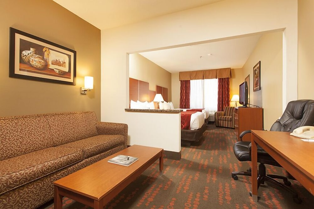 Living Area, Holiday Inn Express And Suites Santa Fe, an IHG Hotel