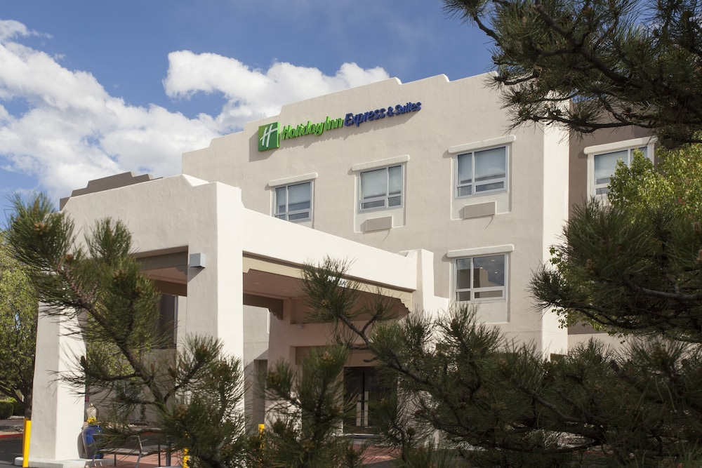 Exterior, Holiday Inn Express And Suites Santa Fe, an IHG Hotel