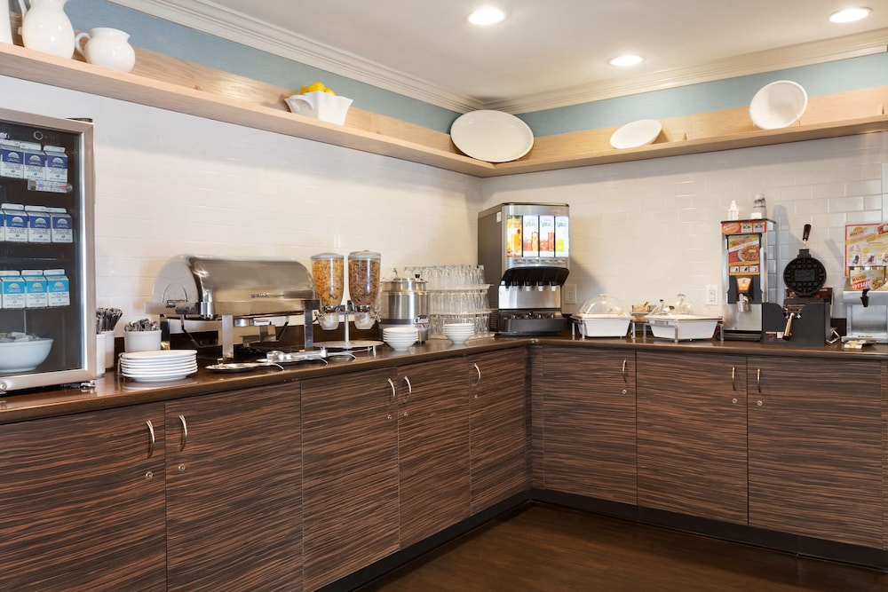 Coffee Service, Country Inn & Suites by Radisson, Fayetteville-Fort Bragg, NC
