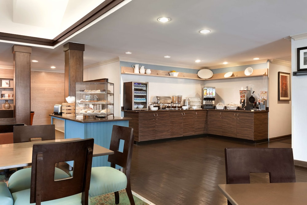 Breakfast Area, Country Inn & Suites by Radisson, Fayetteville-Fort Bragg, NC