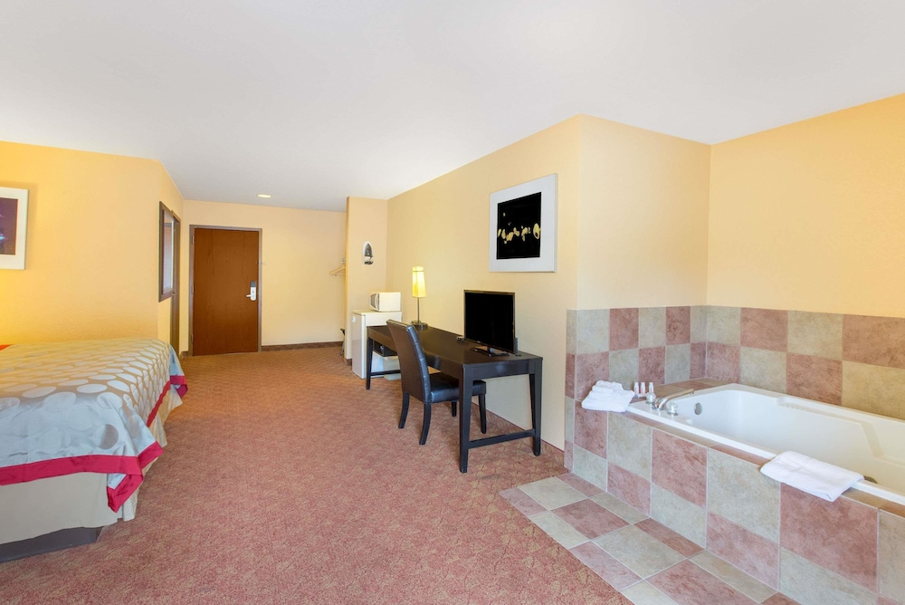 Room, Ramada by Wyndham Maggie Valley