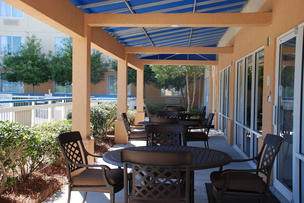 Terrace/Patio, Fairfield Inn by Marriott Myrtle Beach Broadway at the Beach