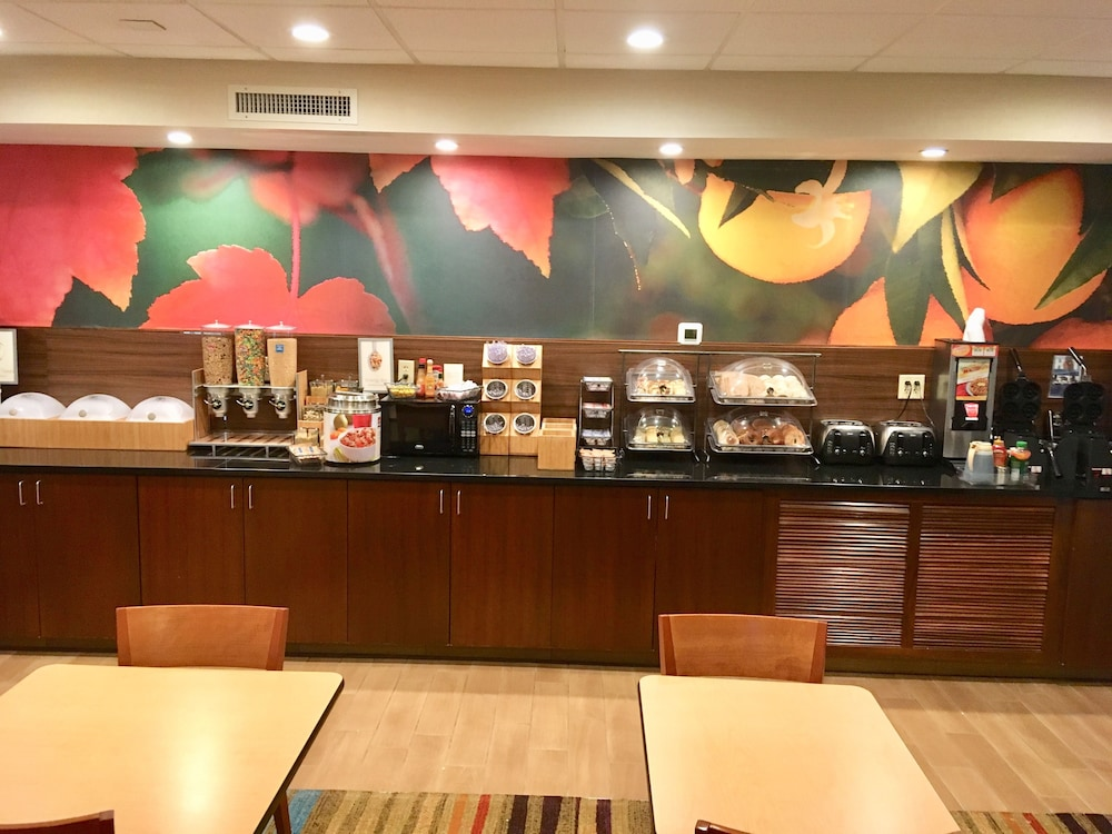 Breakfast buffet, Fairfield Inn by Marriott Myrtle Beach Broadway at the Beach