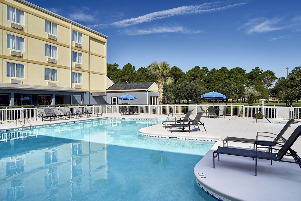 Outdoor Pool, Fairfield Inn by Marriott Myrtle Beach Broadway at the Beach