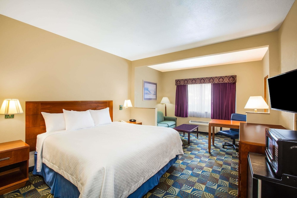 Room, Days Inn & Suites by Wyndham Corpus Christi Central