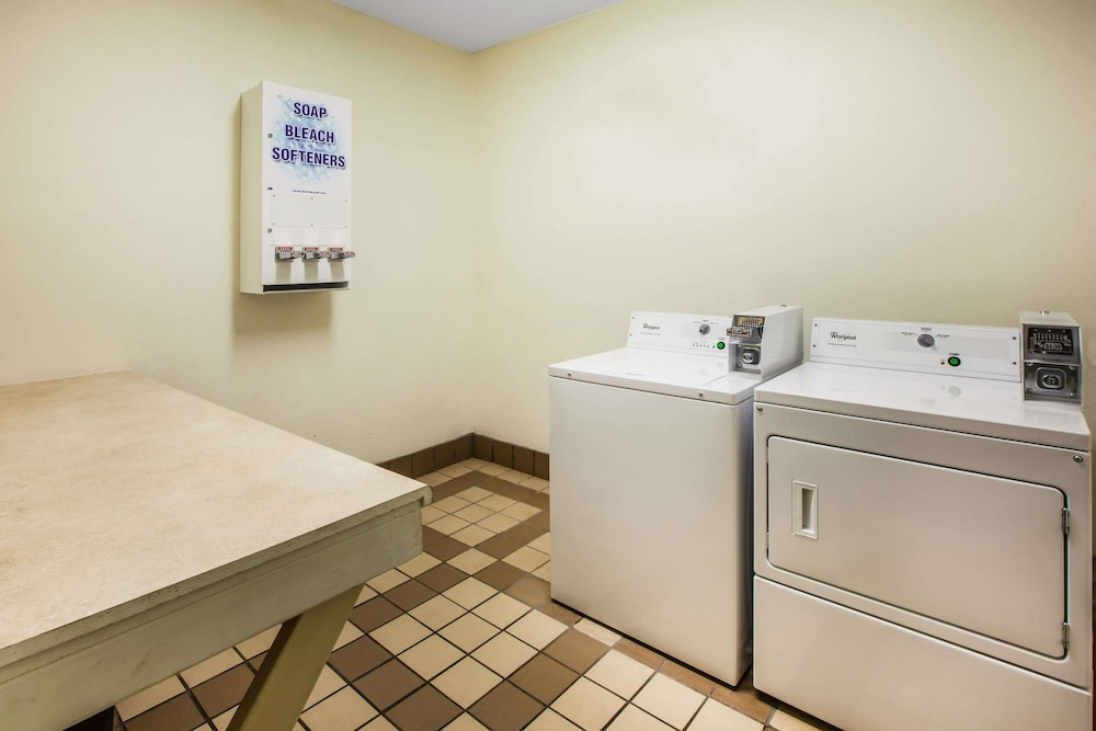 Laundry Room, Days Inn & Suites by Wyndham Corpus Christi Central