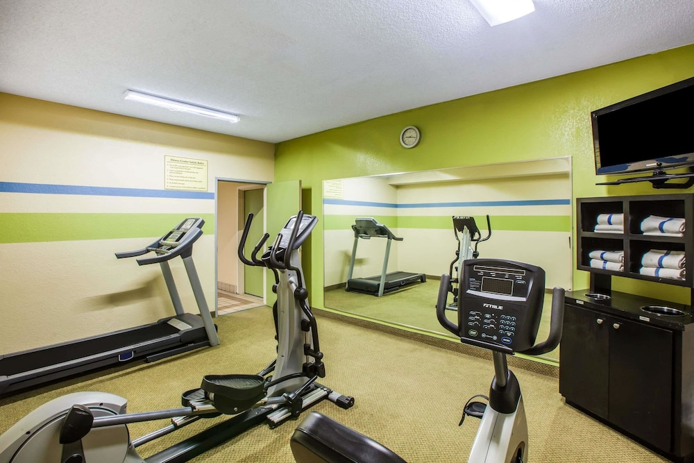 Fitness Facility, Days Inn & Suites by Wyndham Corpus Christi Central