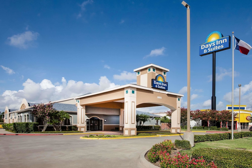 Exterior, Days Inn & Suites by Wyndham Corpus Christi Central