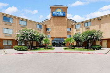 Days Inn & Suites by Wyndham DeSoto