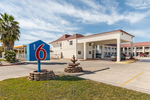 Motel 6 San Marcos, TX - North