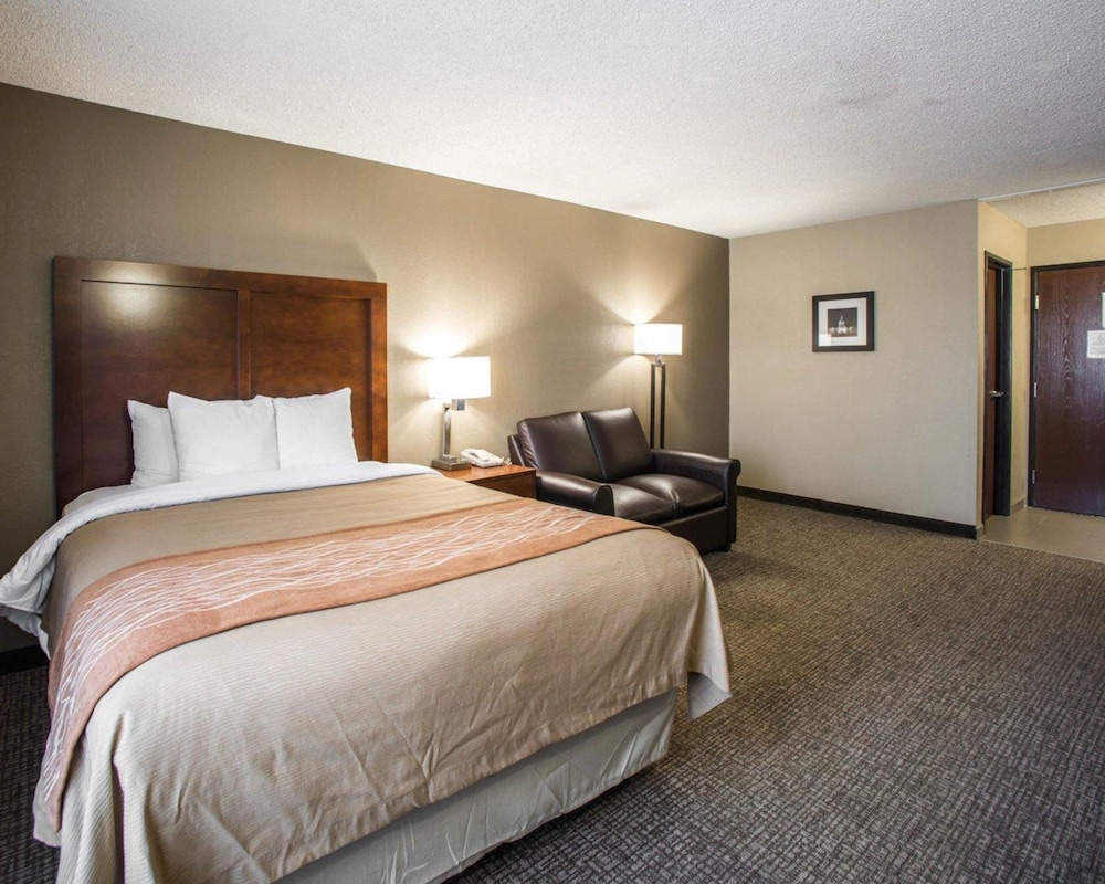 Room, Comfort Inn & Suites Hazelwood - St. Louis