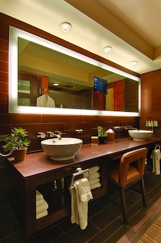 Gold Club - Bathroom