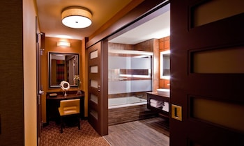 Junior Suite, 1 King Bed - Bathroom