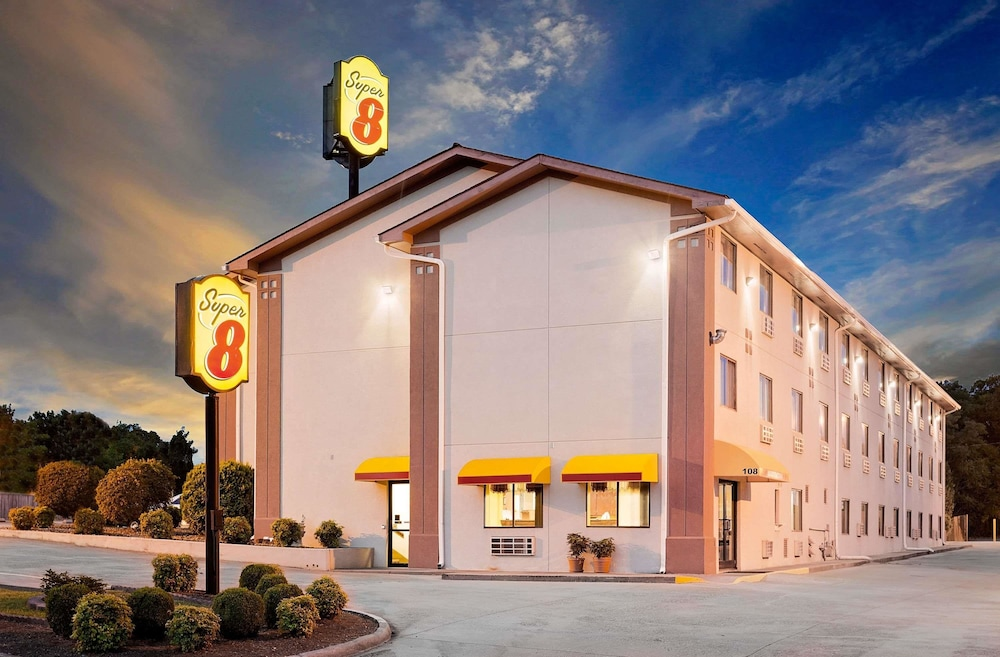 Super 8 By Wyndham Johnson City In Tri Cities Hotel Rates Reviews On Orbitz